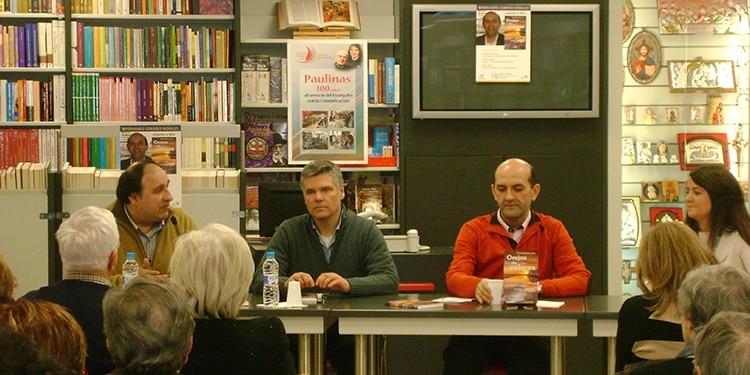 """Imagen de los participantes en la presentación del libro """"Orejas de Colores"""""""