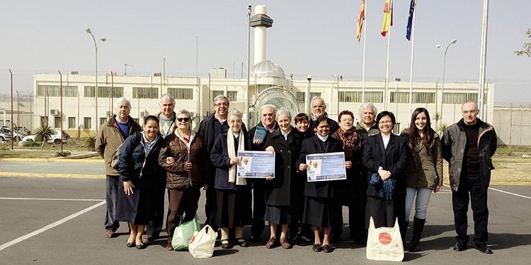 Entrega de libros recogidos por Librería Paulinas de Valencia a la cárcel de Picassent