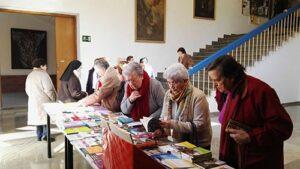 Exposición de Librería Paulinas Granada en la Jornada de Vida Consagrada