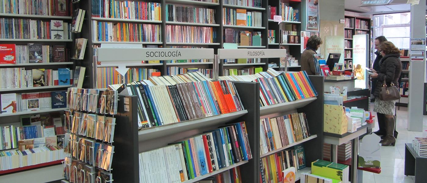 Vista del interior de la librería Paulinas de Granada