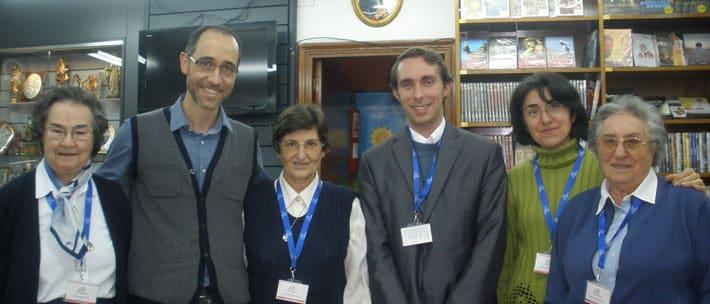 Personal de Paulinas Valladolid con J.M. Rodríguez Olaizola
