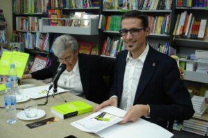 Adrian de prado y Julia garcia monge en la presentacion del libro con infinito exceso