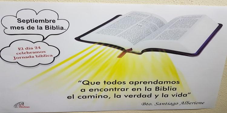 mes de la biblia en la libreria paulinas