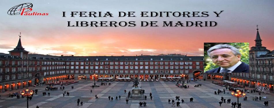 Pedro Miguel Lamet firma su ultima novela El tercer rey en la caseta 11 en la plaza mayor