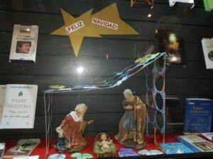 Foto del escaparate de la libreria Paulinas en Navidad