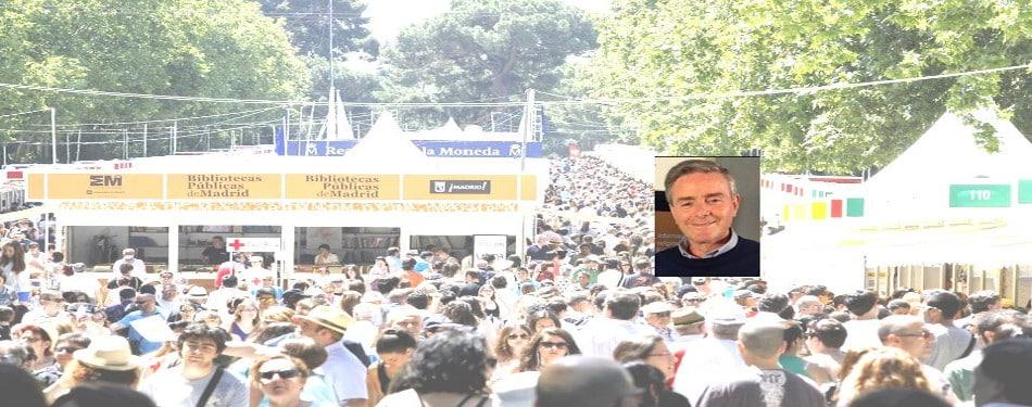 Alejandro Fernandez Barrajon firma sus libros en la feria del libro, en la caseta 71 de Paulinas