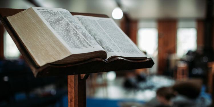 Portada entronización de la biblia