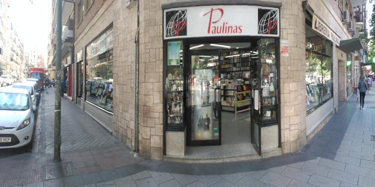 Entrada a la libreria Paulinas de Madrid