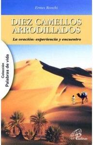 Diez camellos arrodillados